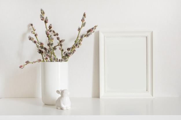 Albero di pasqua, coniglietto con cornice per il testo. primavera.