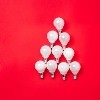 Albero fatto di lampadine