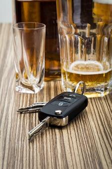 Alcol e chiavi della macchina