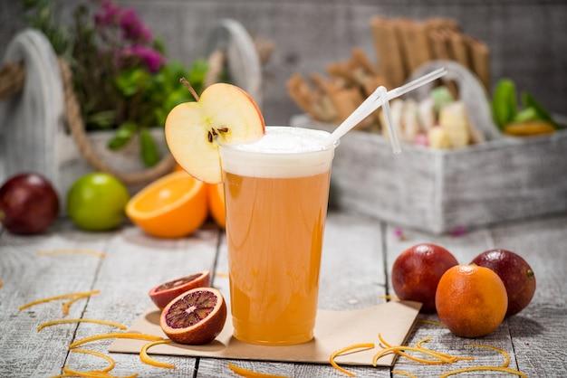 Ale dura di sidro di mele pronta da bere