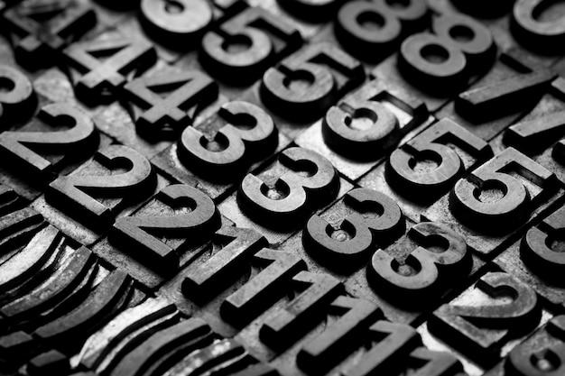 Alfabeto dello scritto tipografico dell'annata e priorità bassa di numero