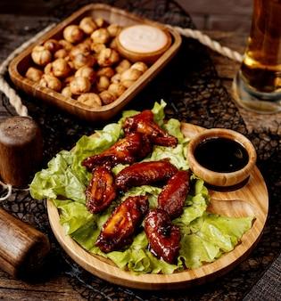 Ali di pollo in salsa con dushbara fritto