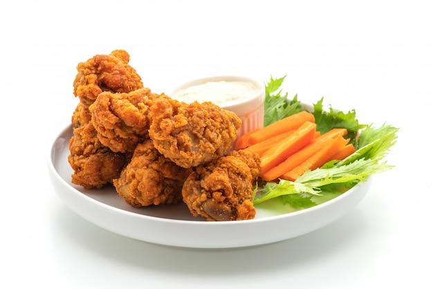 Ali di pollo piccanti fritte con verdure