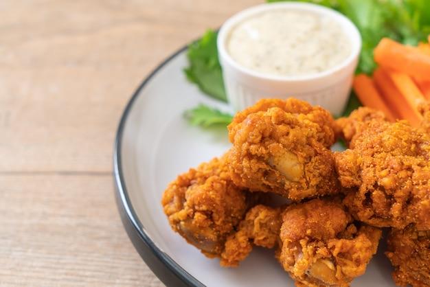 Ali di pollo piccanti fritte