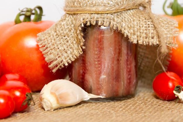 Alici sott'aceto con aceto di limone e pomodori al rosmarino