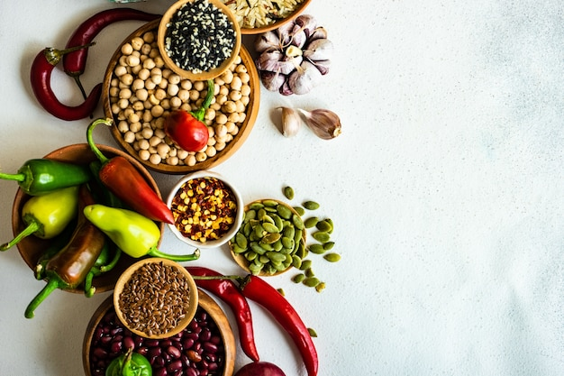 Alimenti biologici con cereali e verdure