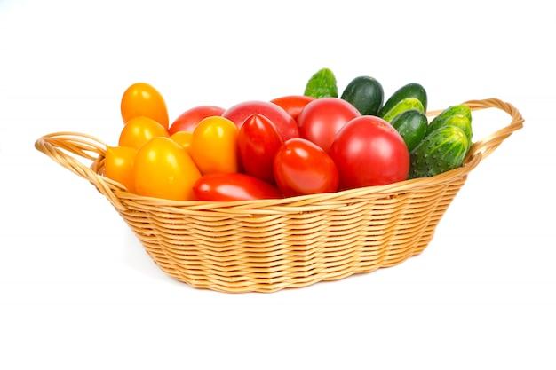 Alimenti biologici freschi, pomodori e cetrioli