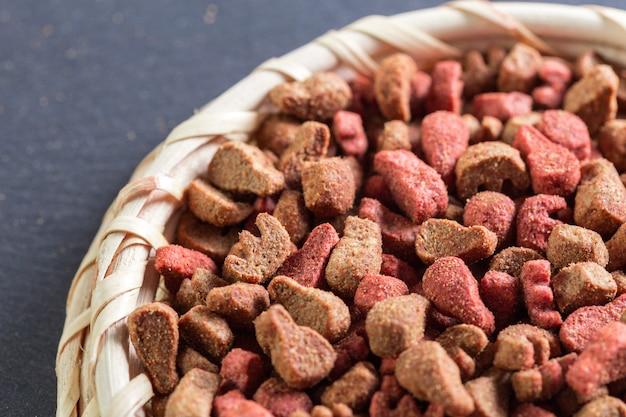 Alimenti per animali domestici sul pavimento