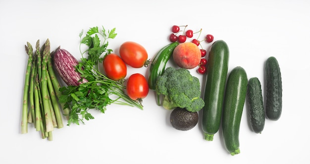 Alimenti sani, compresi frutta, verdura ed erbe
