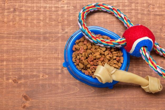 Alimenti secchi per cani o gatti.