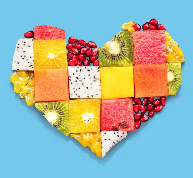 Alimento di concetto di dieta di frutta di simbolo del cuore