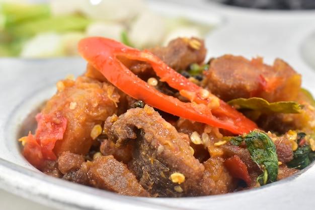 Alimento tailandese croccante del basilico della carne di maiale