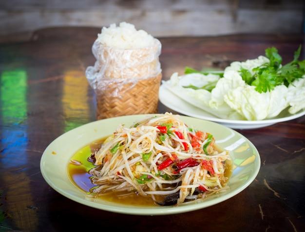 Alimento tailandese famoso, insalata della papaia o che cosa abbiamo chiamato, somtum in tailandia