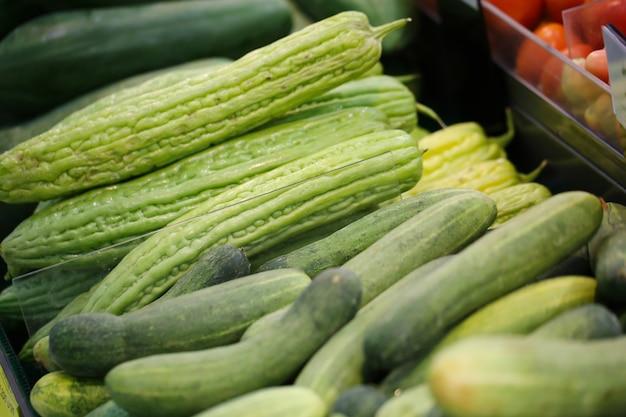 Alimento verde delle verdure nel mercato, concetto sano di cibo.