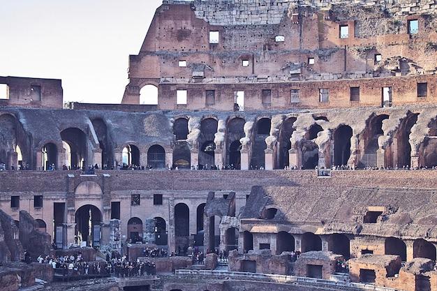 All'interno del colosseo di roma