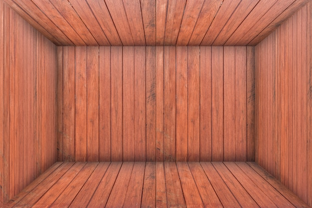 All'interno di una stanza vuota in legno