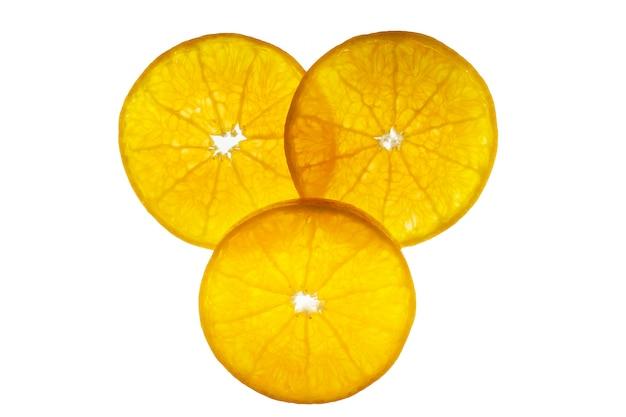 Allegagione succosa affettata fresca messa sopra bianco - struttura della frutta dell'arancia tropicale per uso