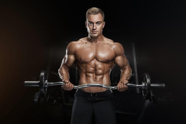 Allenamento bodybuilder con bilanciere