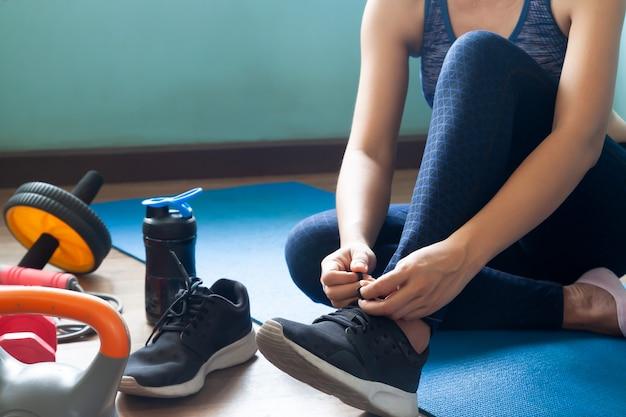 Allenamento della donna a casa, stile di vita sano