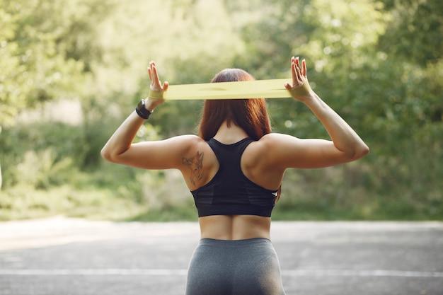 Allenamento sportivo con elastici sportivi