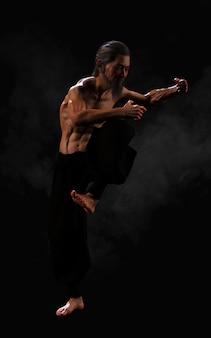 Allenamento sportivo di arti marziali umane con tracciato di ritaglio