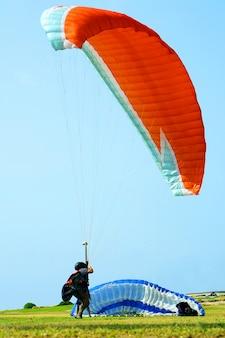 Allenarsi con un paracadute con un motore