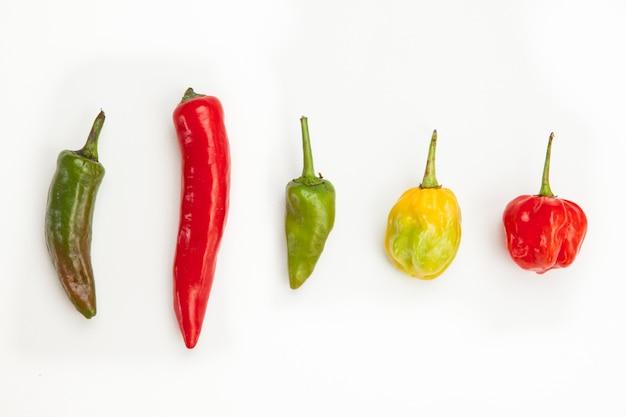 Allineare i peperoncini piccanti