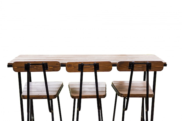 Alta sedia in legno e bancone isolato su sfondo bianco
