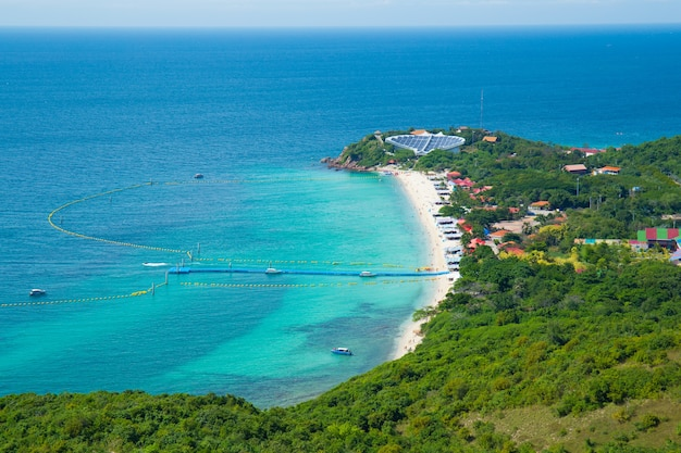 Alta vista del mare e della spiaggia, spiaggia di nuan, isola di koh lan, pattaya tailandia