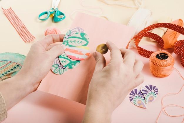 Alto angolo di carta decorazione donna