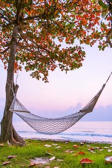 Amaca sulla spiaggia e sul mare