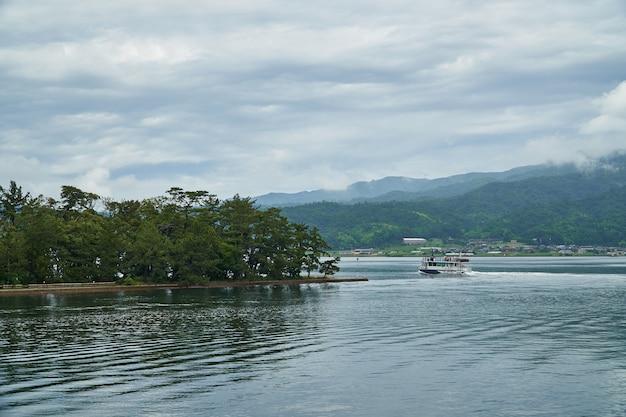 Amanohashidate barca nel mare