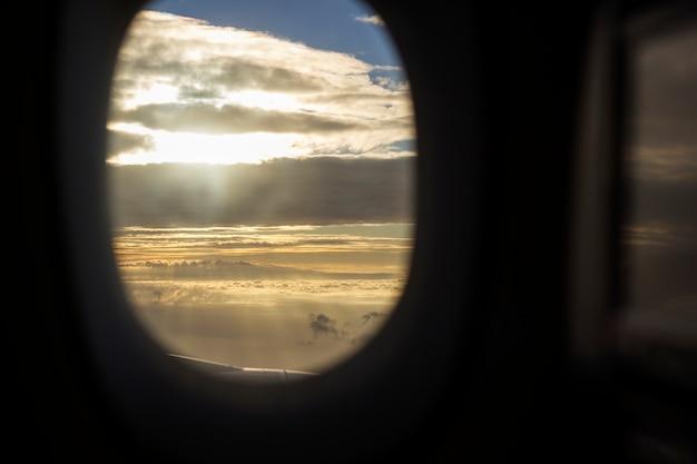 Ambiente della natura della nuvola della finestra dell'aeroplano