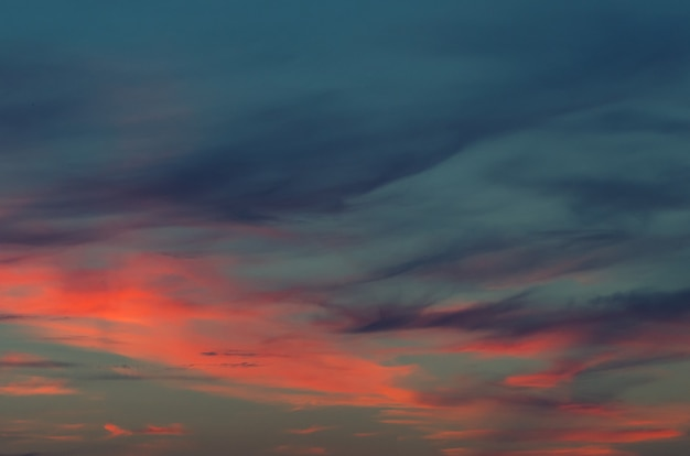 Ambiti di provenienza del cielo blu e delle nuvole di tramonto