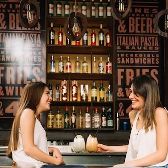 Amici al bar