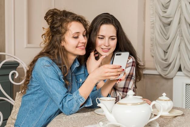 Amici che hanno tè