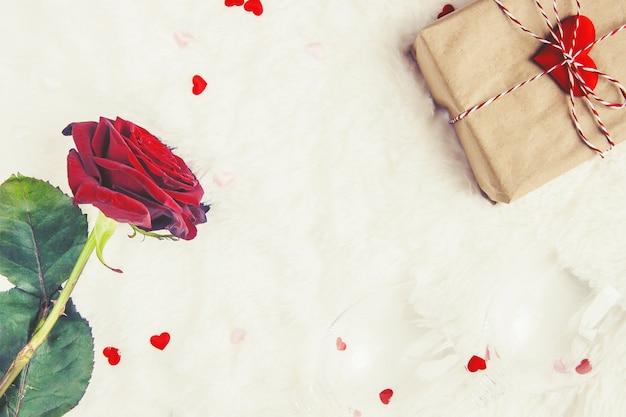 Amore di sfondo e romantico. messa a fuoco selettiva amante