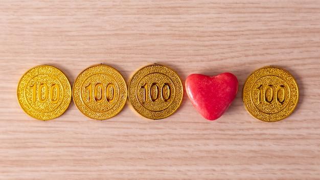 Amore e soldi. vendere amore. dollaro e cuore