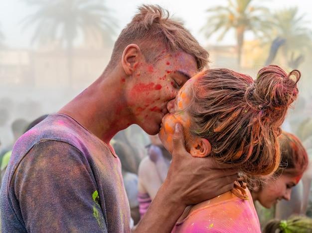 Amore nel festival di holi
