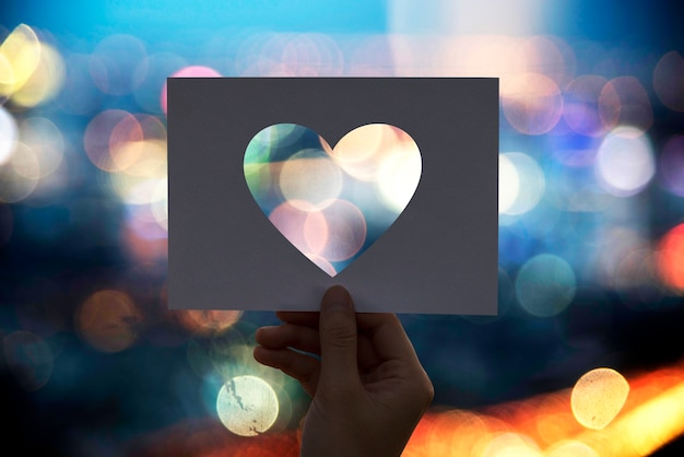 Amore romanticismo cuore di carta perforata