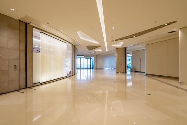 Ampio corridoio della sala commerciale
