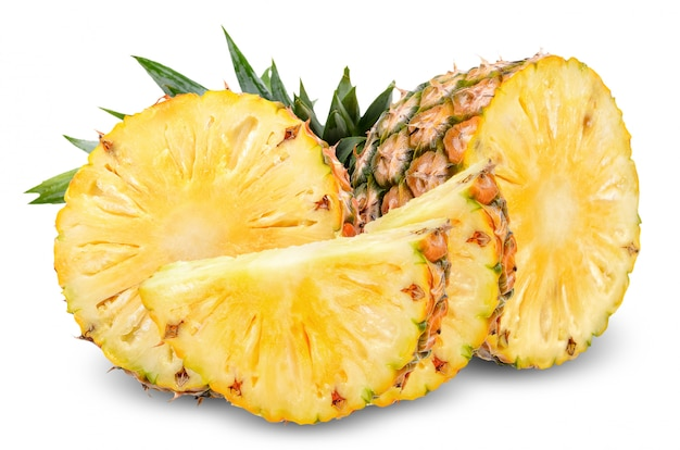 Ananas isolato su bianco con tracciato di ritaglio