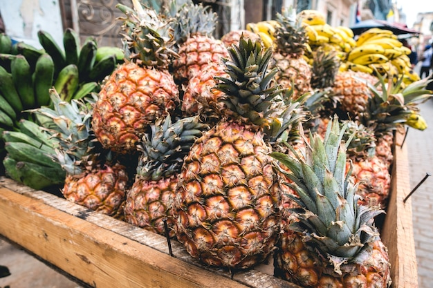 Ananas tropicale in cassa