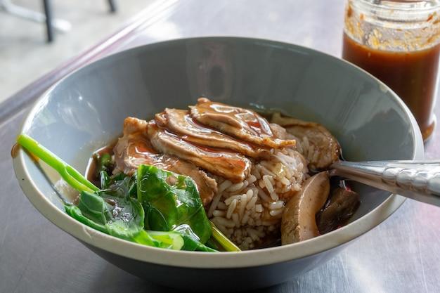 Anatra con salsa di riso - cibo cinese