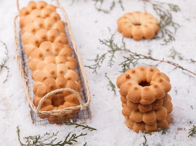Anelli di biscotto di pasta frolla di natale