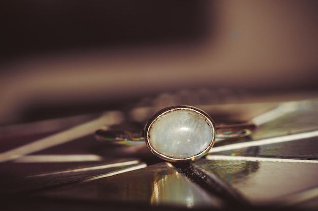 Anello in acciaio con pietra di luna