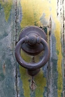Anello porta battente italiano antico.