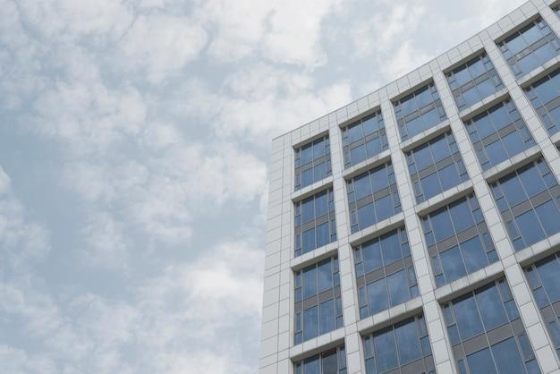 Angolo basso dell'edificio aziendale