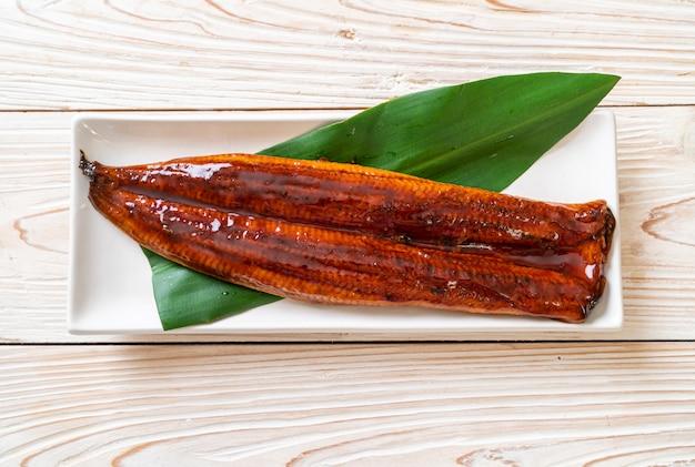 Anguilla alla griglia o unagi alla griglia con salsa