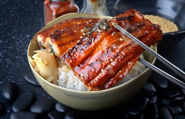 Anguilla giapponese alla griglia con riso o unagi don.